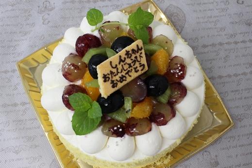 ブドウ好きのホールケーキ