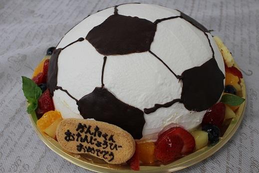 ケーキ自体がサッカーボールになりました
